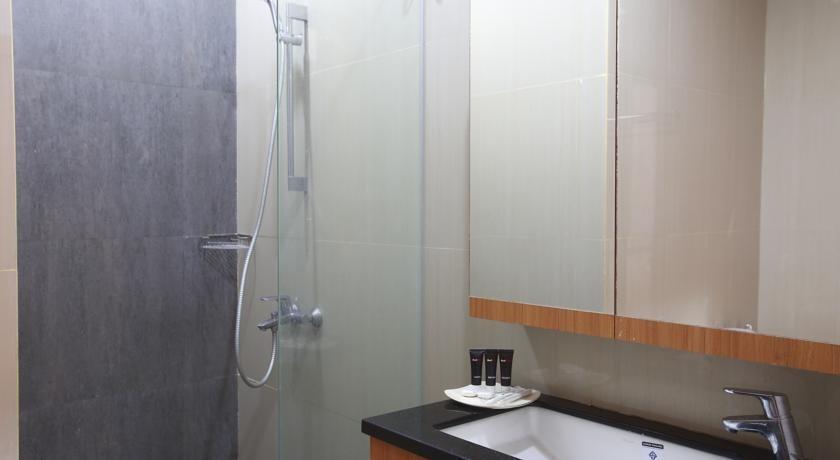 RedDoorz @Kelapa Dua Kebon Jeruk Jakarta - Kamar mandi
