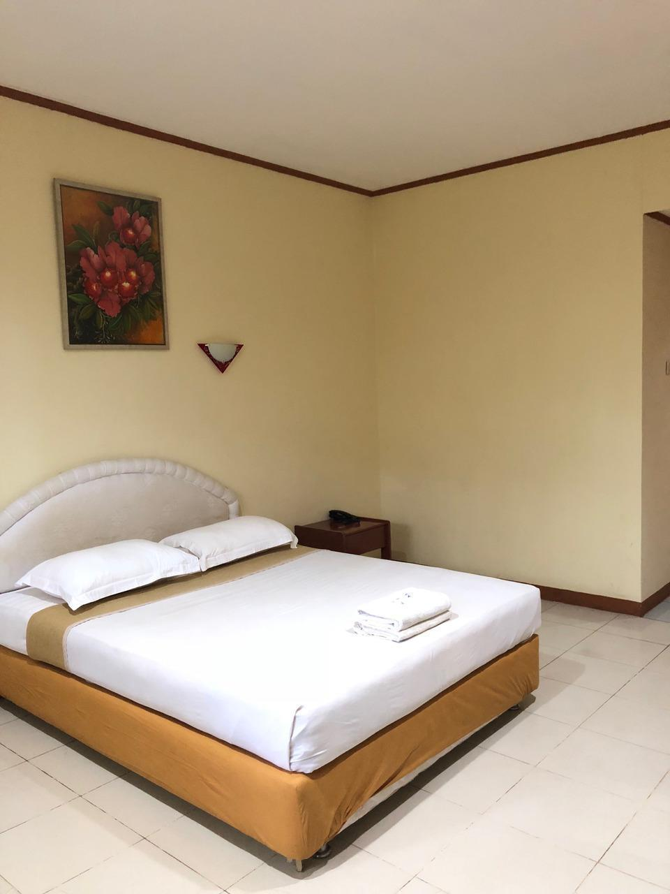 Hotel Paradise Tarakan Tarakan - Standard One Double or Twin Regular Plan