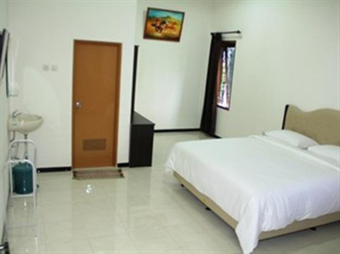 Baliku Guest House Batu - Superior Room Regular Plan