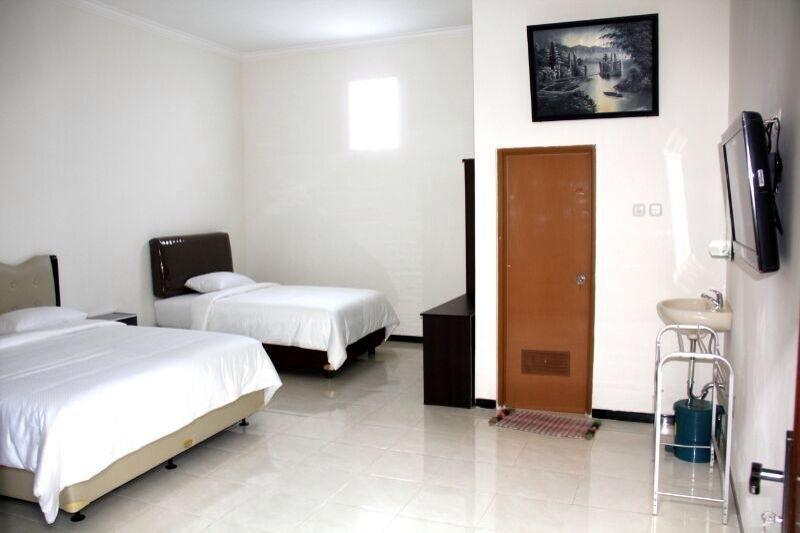 Baliku Guest House Batu - Rooms1