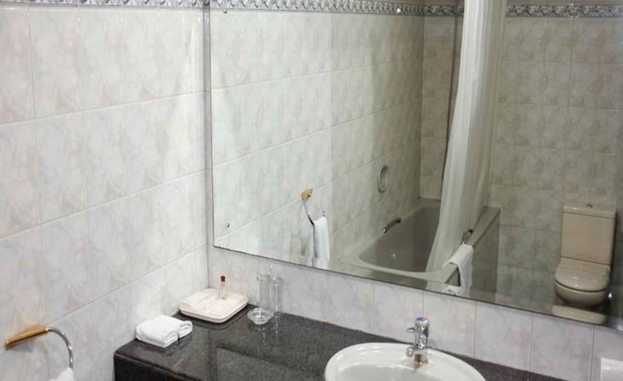 Hotel Marcopolo Jakarta - Kamar mandi