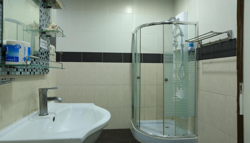RedDoorz at Kartika Plaza 2 - Kamar mandi