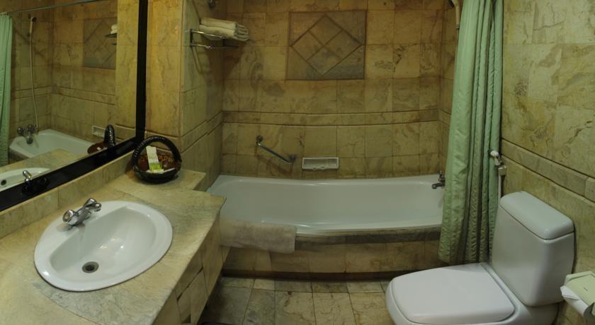 Hotel Yasmin Makassar - Kamar mandi