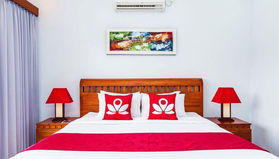 ZEN Premium Ubud Hanoman II Bali - Tampak tempat tidur double