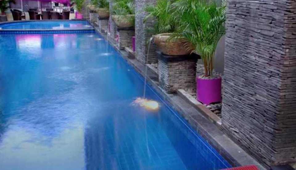Merak Lifestyle Hotel Denpasar - Kolam Renang