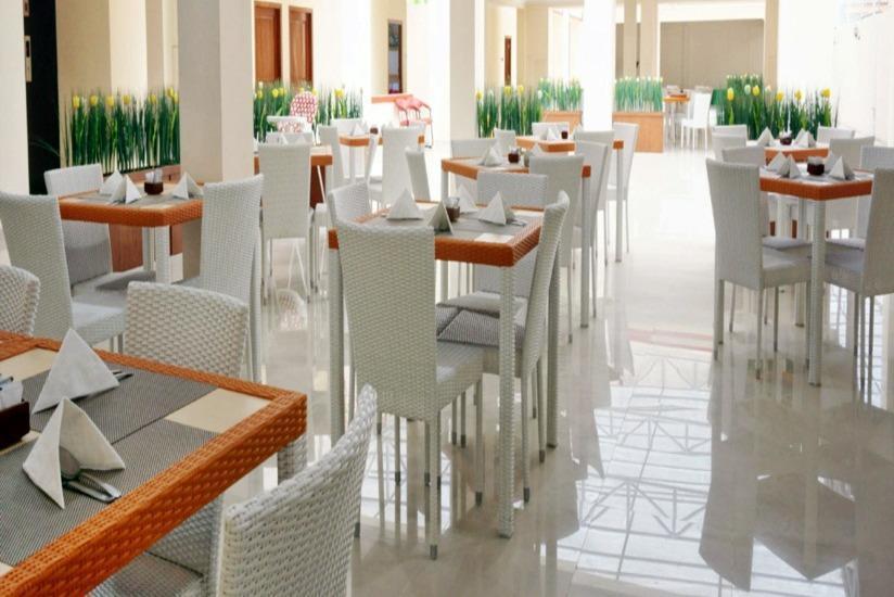 Dermaga Keluarga Hotel Yogyakarta - Ruang makan
