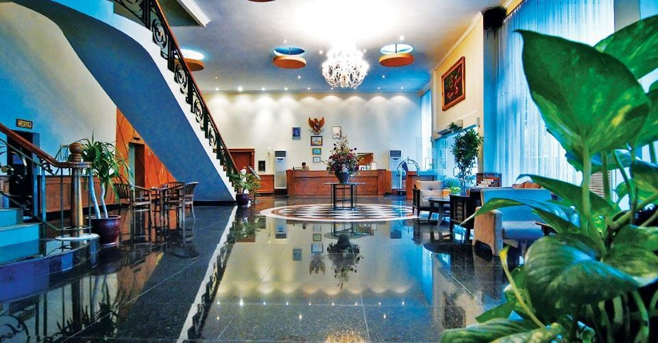 Royal Regal Hotel Surabaya - (30/Apr/2014)