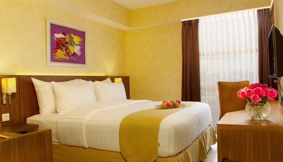 Golden Tulip Passer Baroe Jakarta - club room