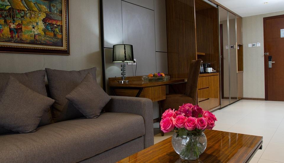 Golden Tulip Passer Baroe Jakarta - living and club