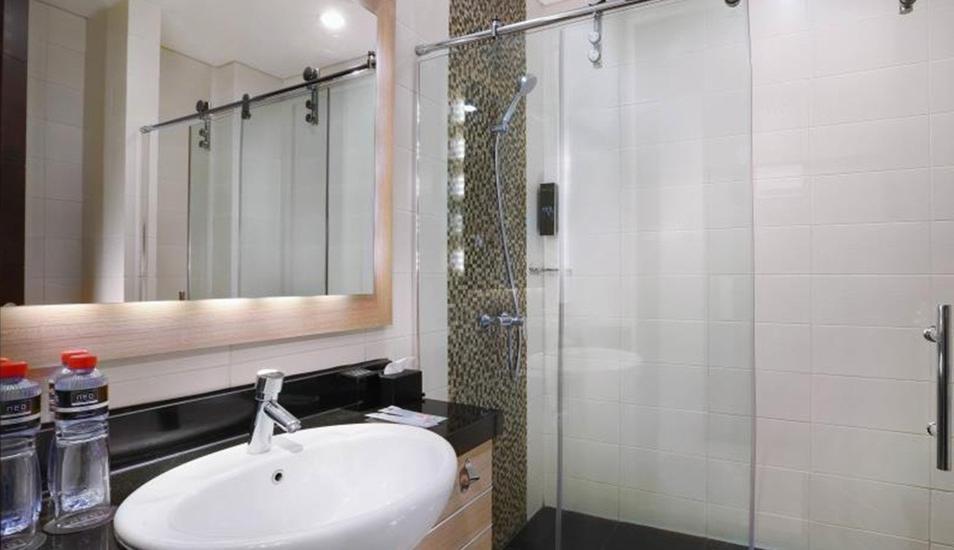 Hotel Neo Gubeng Surabaya - Kamar mandi