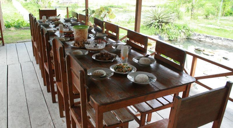 Ue Datu Cottages Poso - Meals