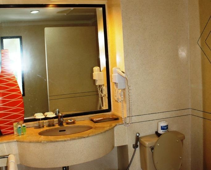 Holiday Resort Lombok - Kamar mandi