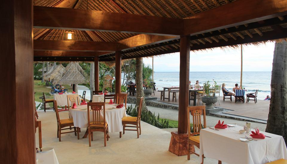 Holiday Resort Lombok - Dek pantai
