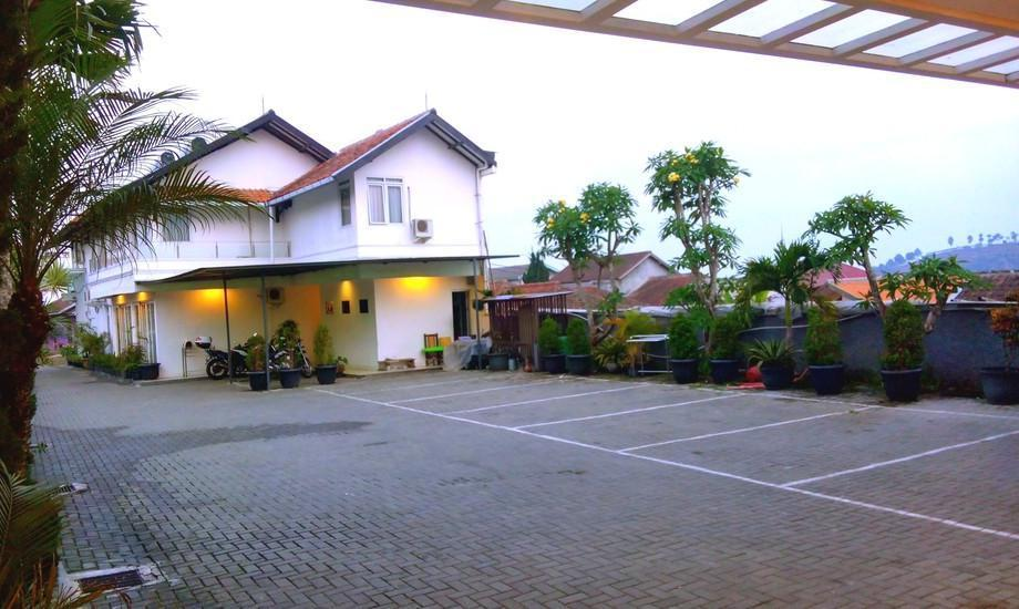 Villa Chocolate Bandung - parkir