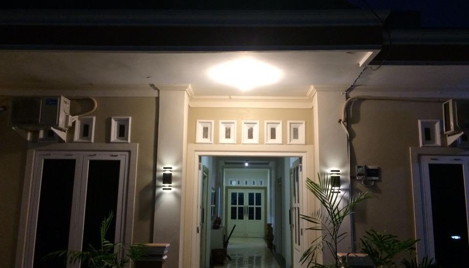 Nadika Guest House Semarang - Facade