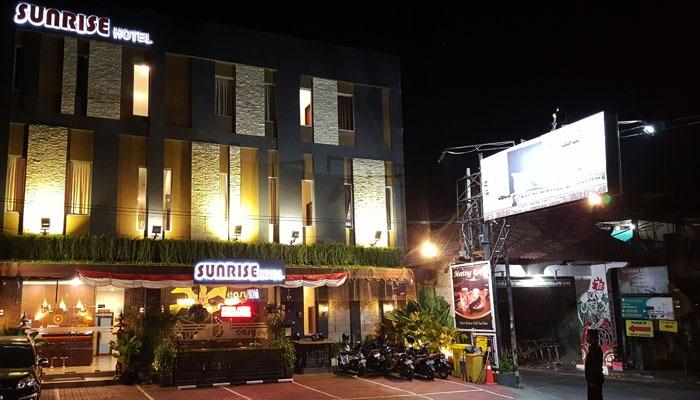 Sunrise Hotel Yogyakarta Yogyakarta - Suasana malam tampak depan