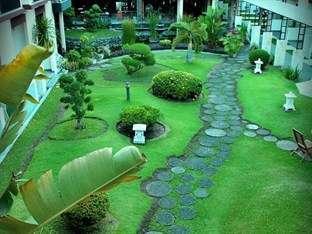 LPP Convention Hotel Yogyakarta - Pemandangan taman