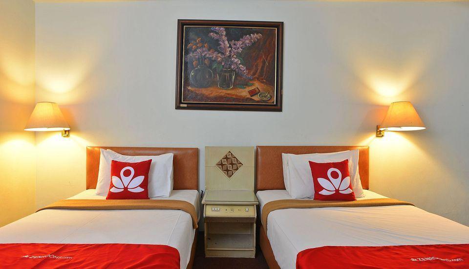 ZEN Rooms Kebayoran Jakarta - Tampak tempat tidur twin
