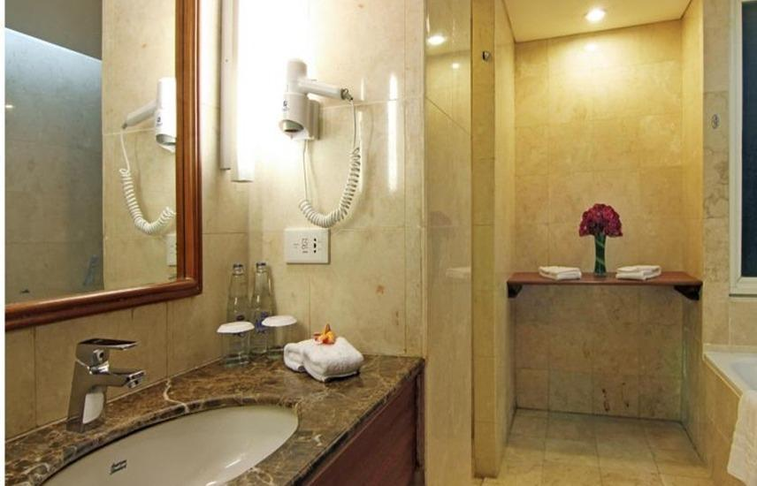 Kuta Paradiso Hotel Bali - Kamar mandi