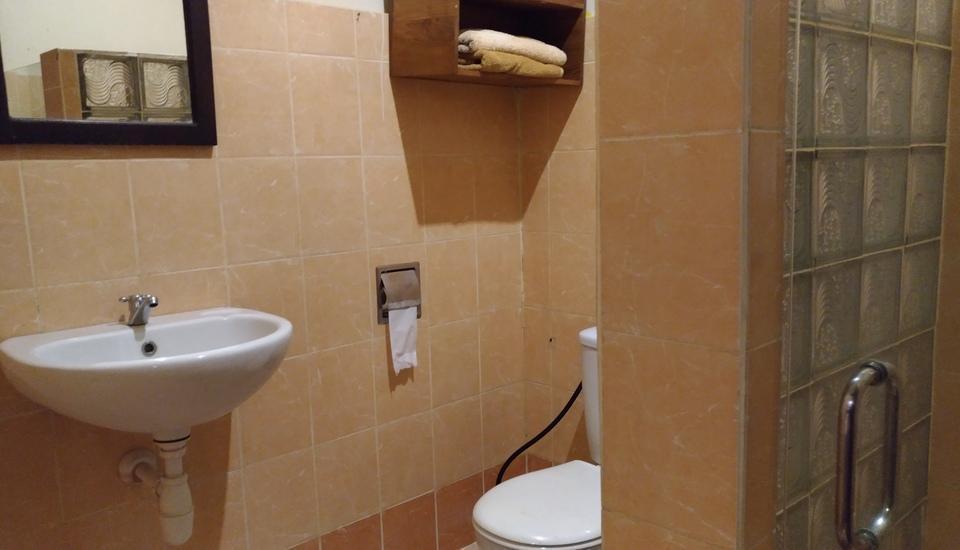 Tinggal Nathan Hotel Bali - Kamar mandi