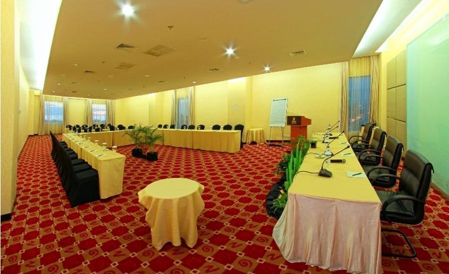 Premier Basko Hotel Padang - Lidya Tampilkan