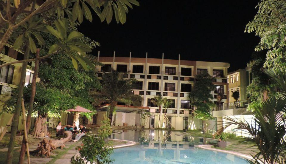 Dewarna Hotel  Bojonegoro - Pool