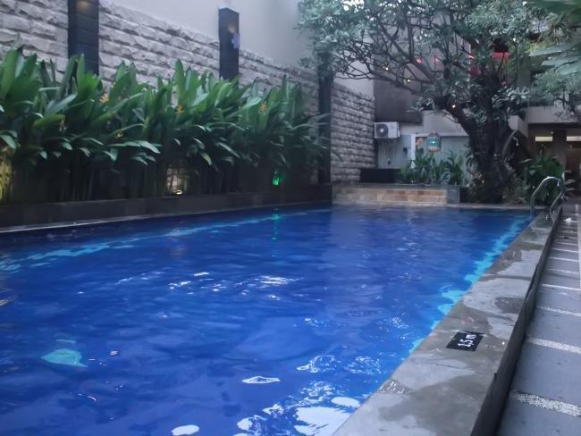 NIDA Rooms Surabaya Tugu Pahlawan - Kolam Renang