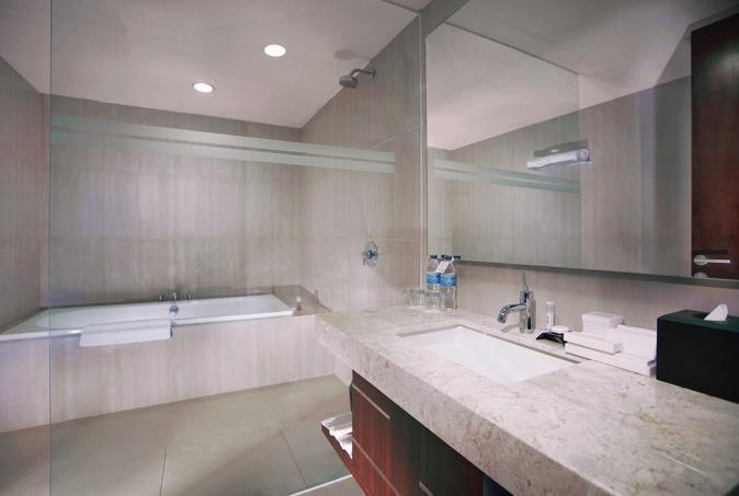 Aston Madiun Hotel Madiun - Premier Bathroom