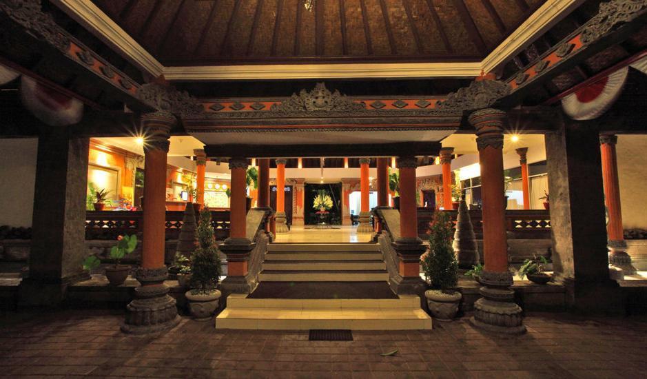 Puri Saron Hotel Seminyak - Lobby entrence
