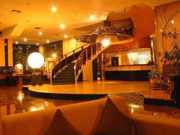 Oval Hotel Surabaya - Lobi