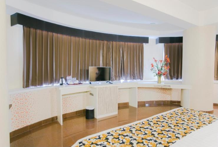 Oval Hotel Surabaya - Suite Room Regular Plan