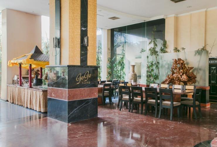 Oval Hotel Surabaya - Resto