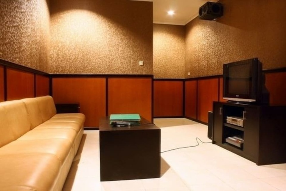 Panorama Hotel Jember - Karaoke Room
