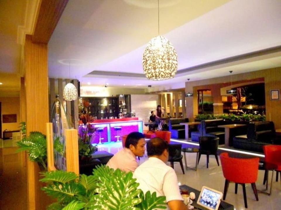 Panorama Hotel Jember - Hotel Bar