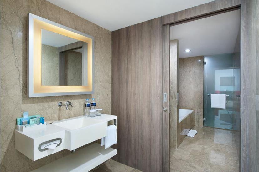 Novotel Gajah Mada Jakarta - Bathroom