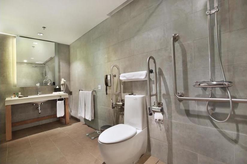 Hilton Garden Inn Bali Ngurah Rai Airport - Bathroom