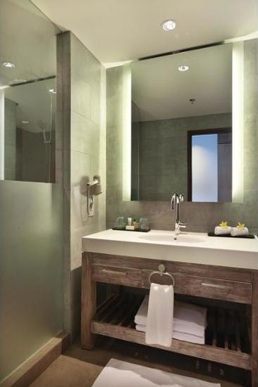 Hilton Garden Inn Bali Ngurah Rai Airport - Kamar, 1 tempat tidur king, pemandangan kolam renang Diskon!