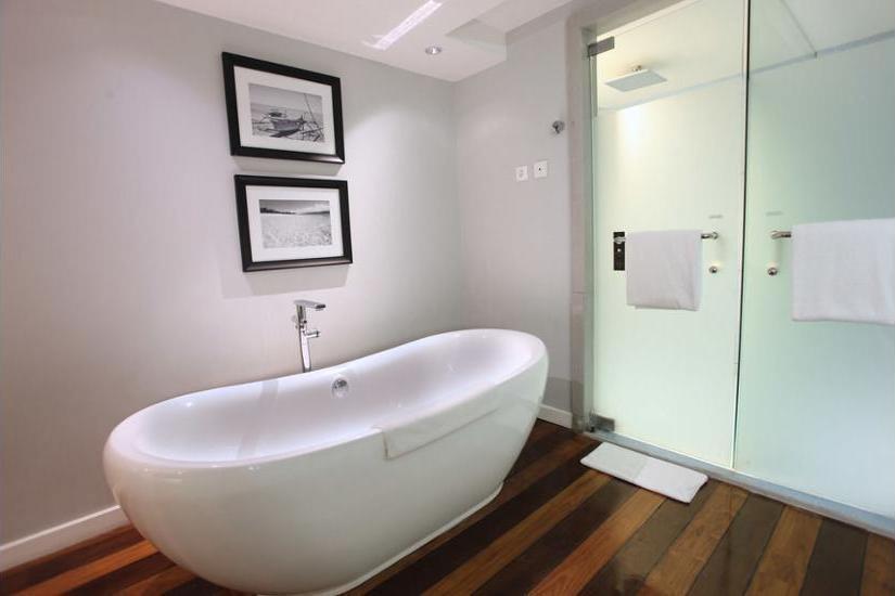 The Kuta Beach Heritage Hotel Bali - Bathroom