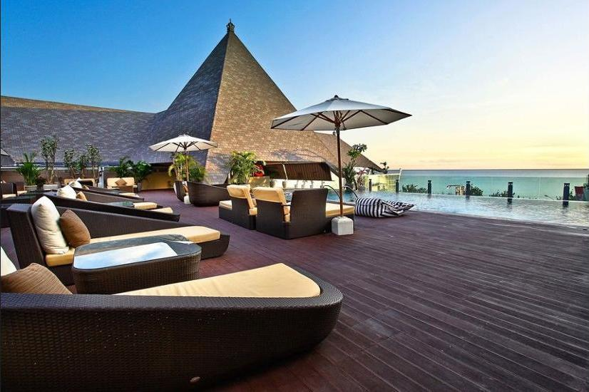 The Kuta Beach Heritage Hotel Bali - Sundeck