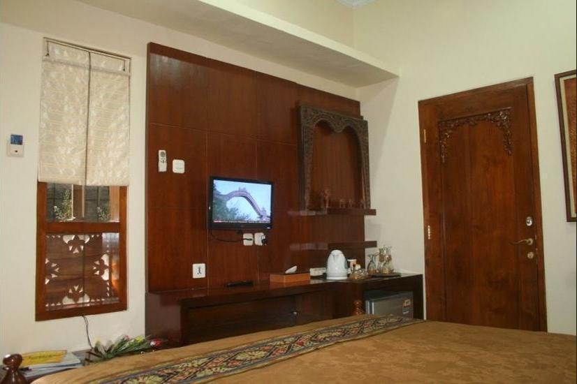 Griya Nalendra Guest House Yogyakarta - Lake