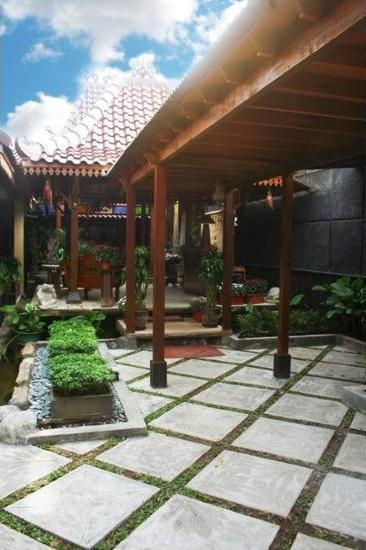 Griya Nalendra Guest House Jogja - Property Grounds