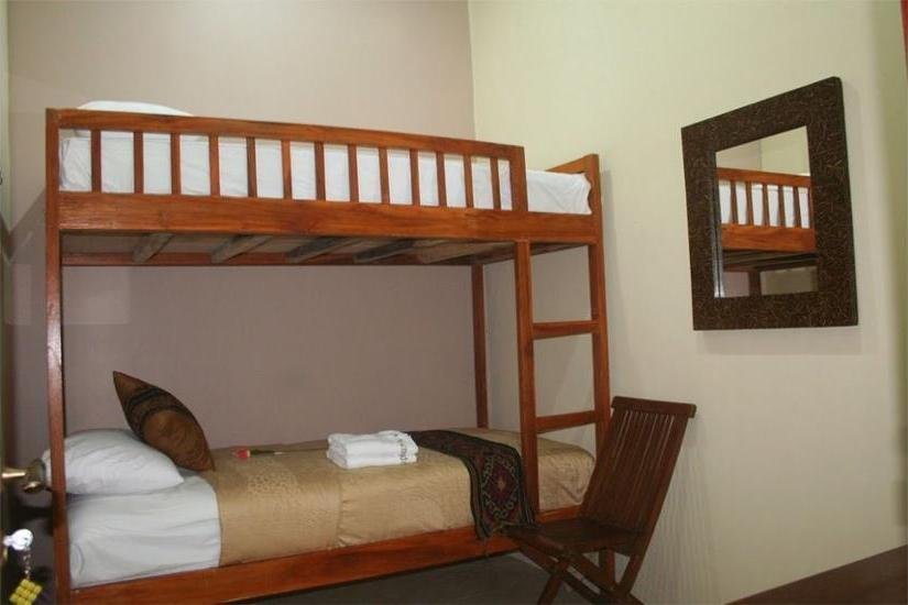 Griya Nalendra Guest House Jogja - Kamar Standar, kamar mandi umum Regular Plan