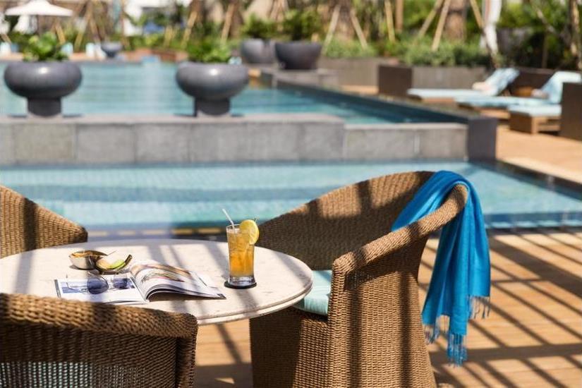 Raffles Hotel Jakarta - Poolside Bar