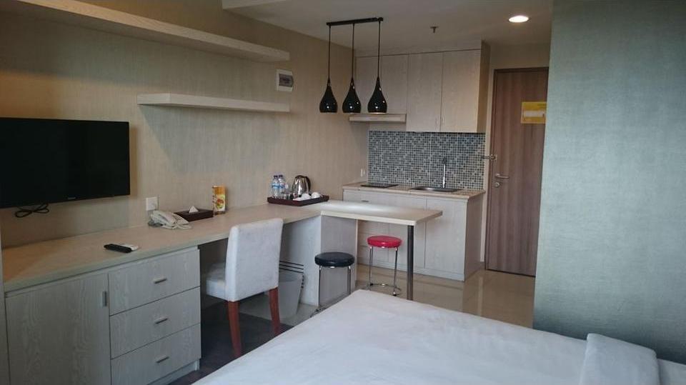 Student Park Hotel & Apartment Yogyakarta - In-Room Kitchen