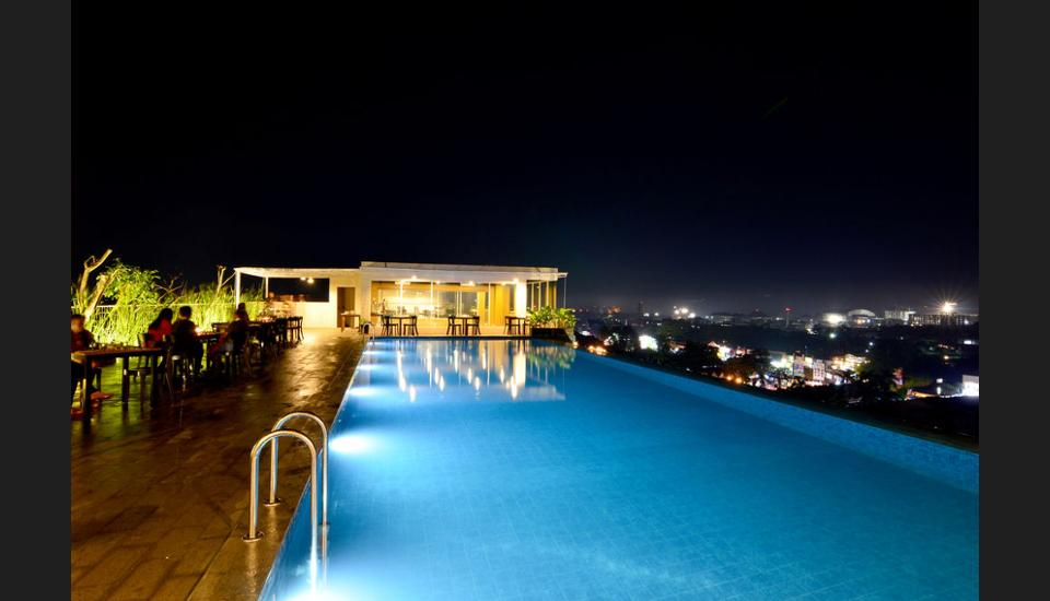 Student Park Hotel & Apartment Yogyakarta - Outdoor Pool