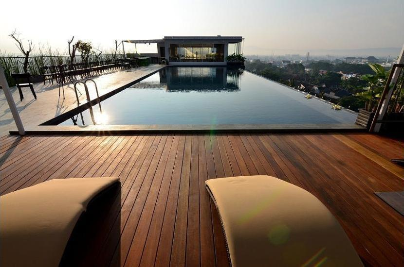 Student Park Hotel & Apartment Yogyakarta - Rooftop Pool