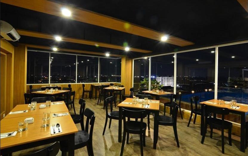 Student Park Hotel & Apartment Yogyakarta - Restaurant