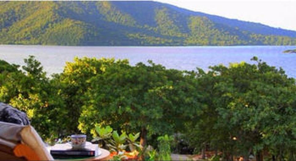 Breve Azurine Lagoon Retreat Karimun Jawa - Mountain View