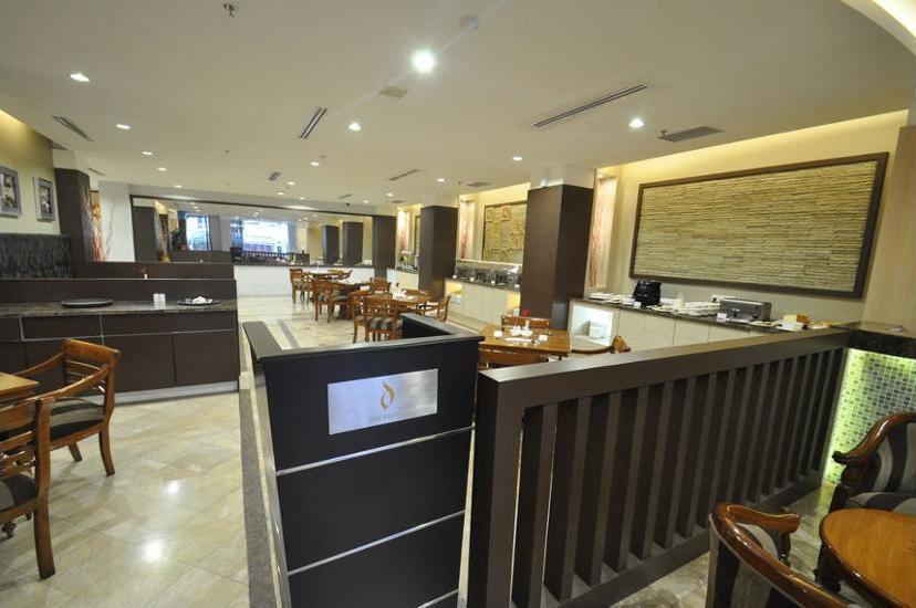 DREAMTEL Hotel Jakarta - Dining