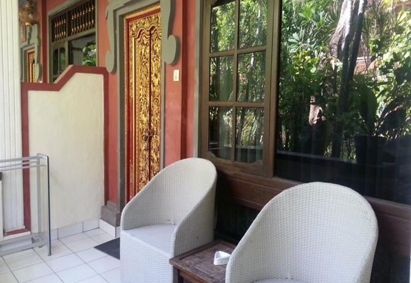 Dewa Bharata Bungalows Legian Bali - Teras